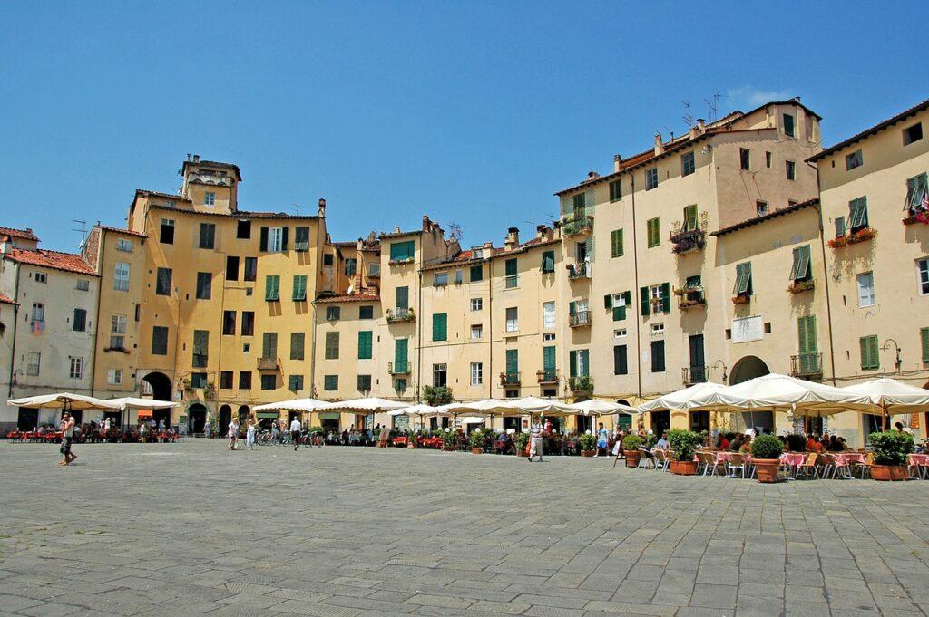 lucca-city-tuscany-italy