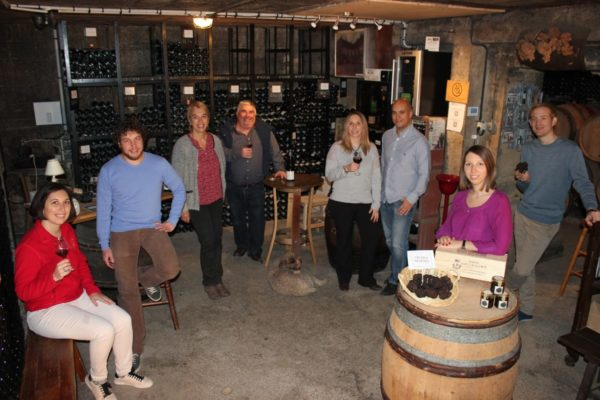 group-wine-tasting-burgundy-france