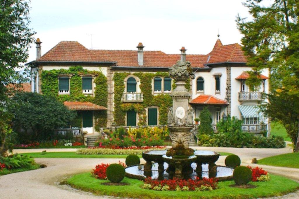 vinho-verde-day-tour-wine-portugal-orchards-near-me